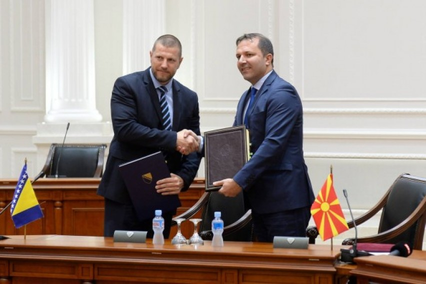 Македонија и БиХ потпишаа договор за меѓусебно признавање на возачките дозволи