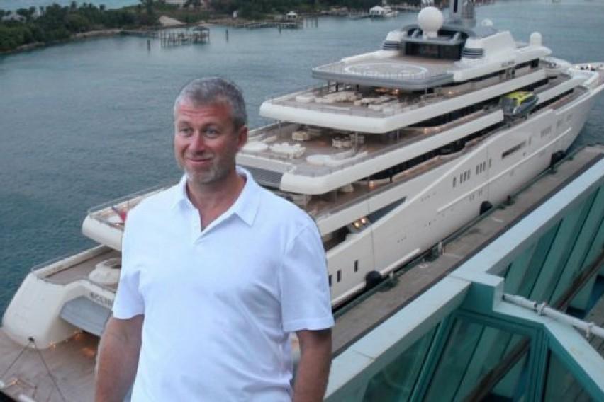 Роман Абрамович со својата луксузна јахта на хрватското приморје