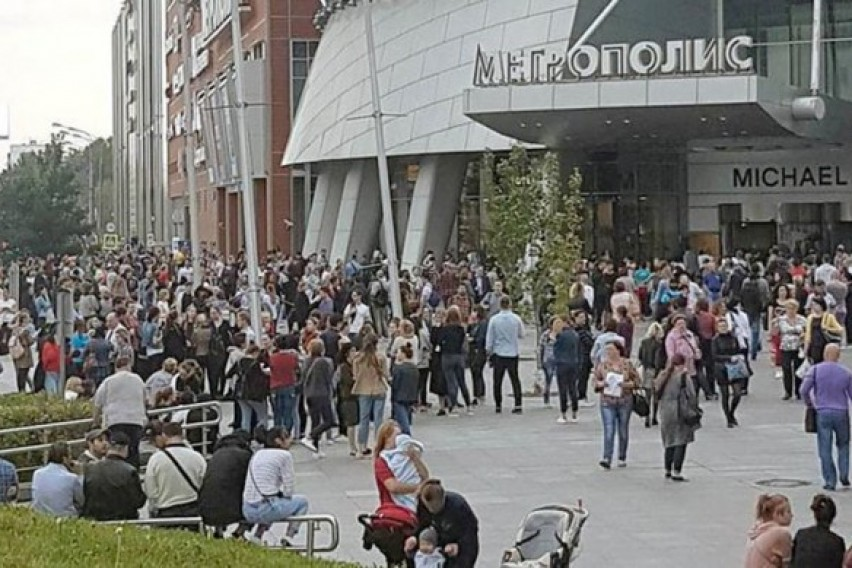 Во Москва евакуирани над 10 000 луѓе поради дојава за бомбашки напади