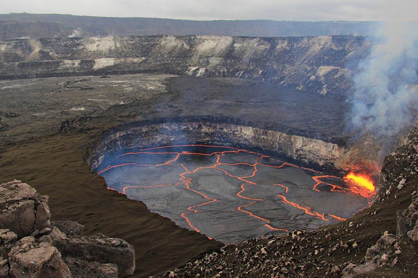 Страшна смрт во срцето на вулканот  Мајка  татко и малолетно дете паднале во кратер