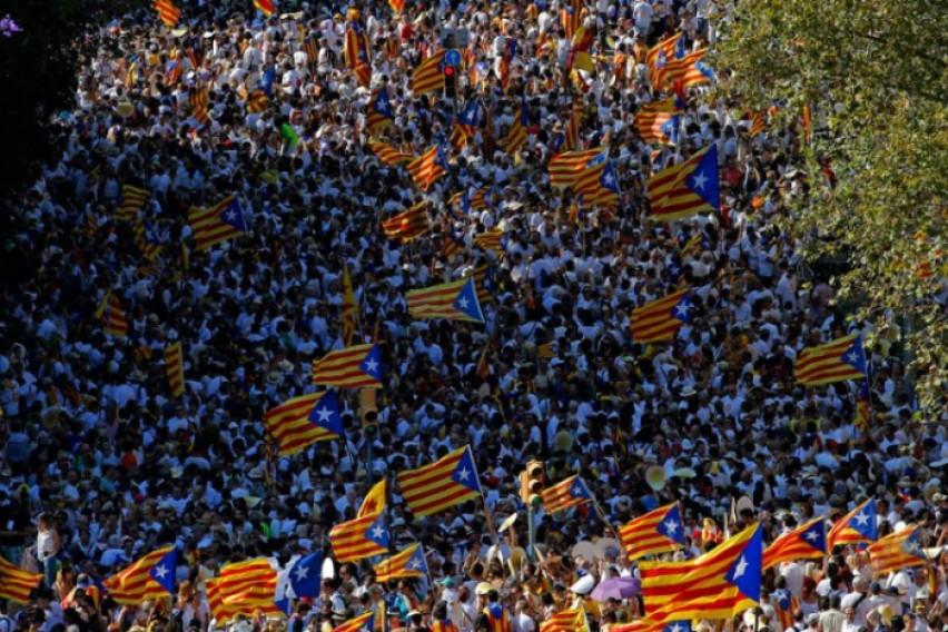 Илјадници каталонски сепаратисти протестираат во Барселона    Збогум  Шпанијо