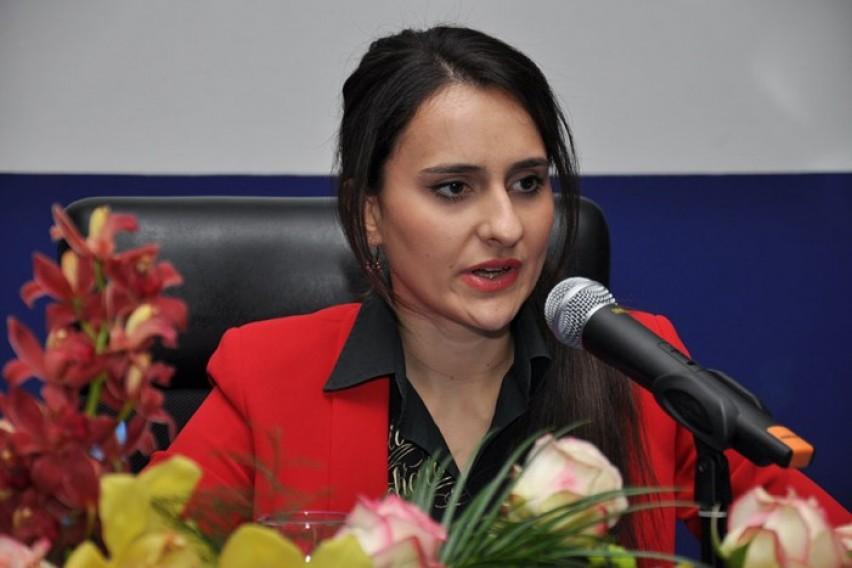 Суспендирана ексдиректорката на скопската Агенција за вработување   пазарувала по маркети на државен трошок