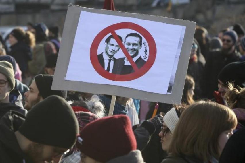 Австрија  Се протестираше додека Курц положуваше заклетва