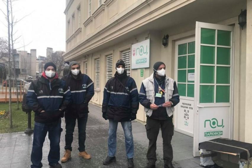 Вработените на паркинзите со маски ќе се штитат од загадениот воздух