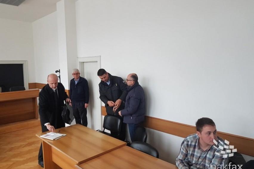 Чавков со лисици на рацете донесен во судот