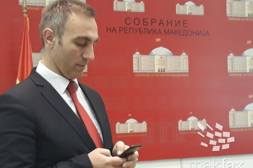 Груби  Доколку Иванов не го потпише законот за јазиците  истиот повторно ќе се врати во Собранието