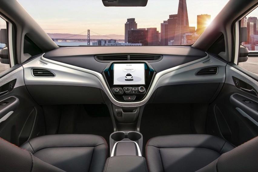 General Motors  претстави автомобил без волан и педали