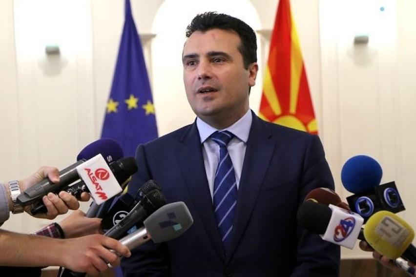 Заев  Три позиции се веќе отстранети во преговарачкиот процес  по договорот ќе се оди на референдум