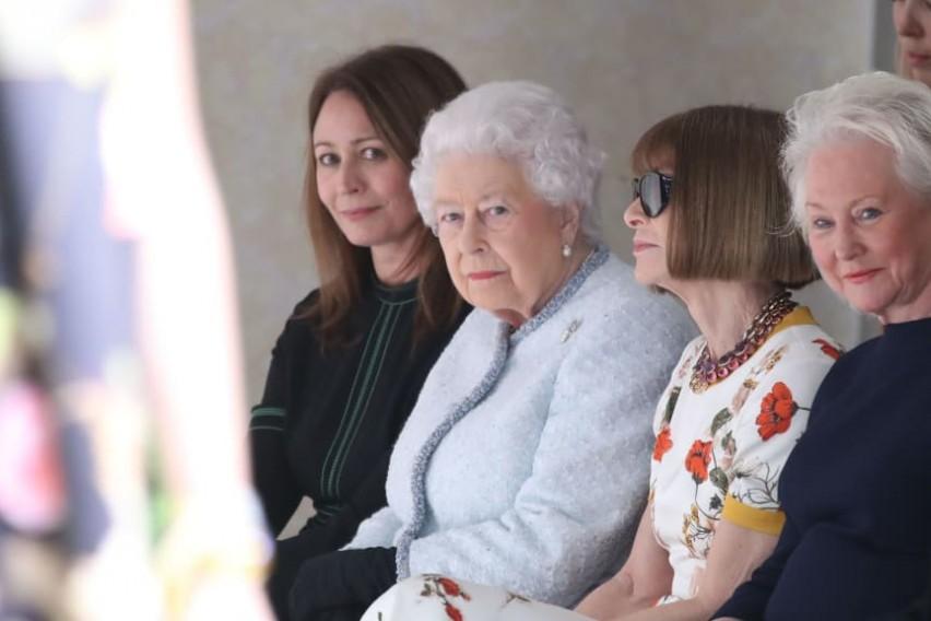 На модната недела во Лондон се појави гостинка која никој не ја очекуваше  а публиката беше пријатно изненадена