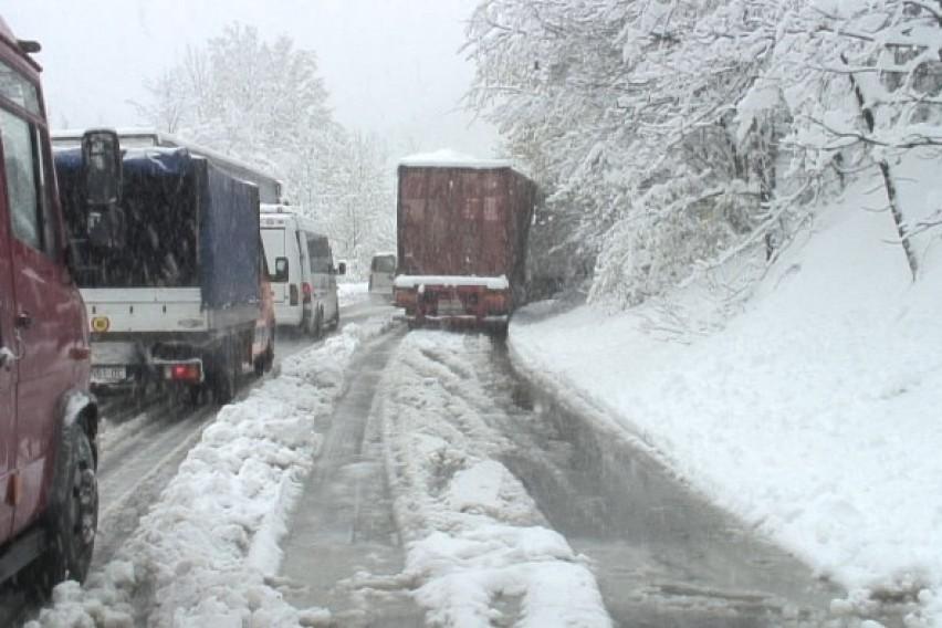 Забрана за камиони и автобуси на патниот правец Тетово Попова Шапка