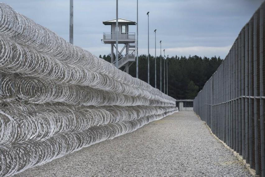 Најопасните затвореници во отворена војна  Седум лица загинаа во жестоките судири во затвор во САД