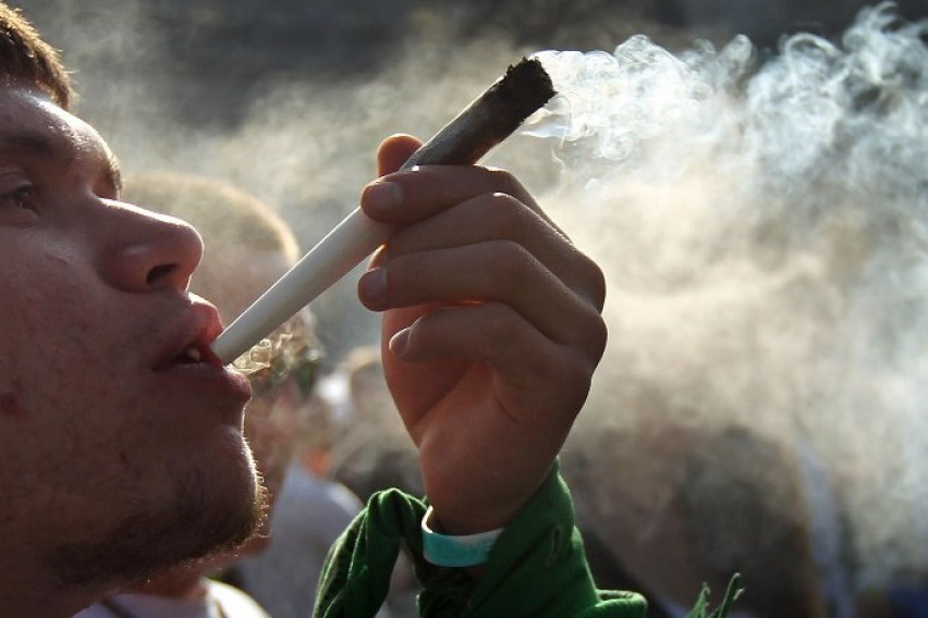 Видео курят марихуану курение марихуаны и похудение
