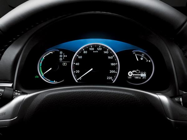 Премиум хибрид од компактната класа - Lexus CT 200h Lexus-CT_200h-(3)