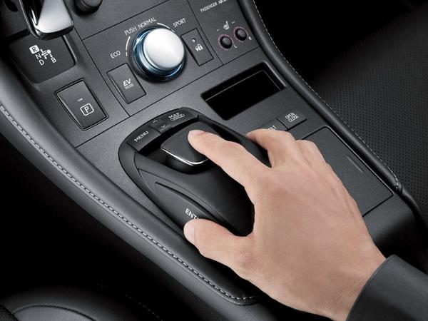 Премиум хибрид од компактната класа - Lexus CT 200h Lexus-CT_200h-(4)