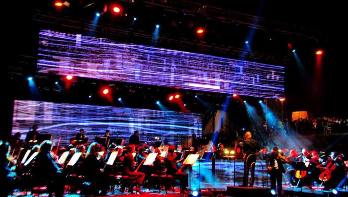 Македонската Филхармонија заедно со Дерик Меј одржаа концерт кој вечно ќе биде запишан во македонската музичка историја!