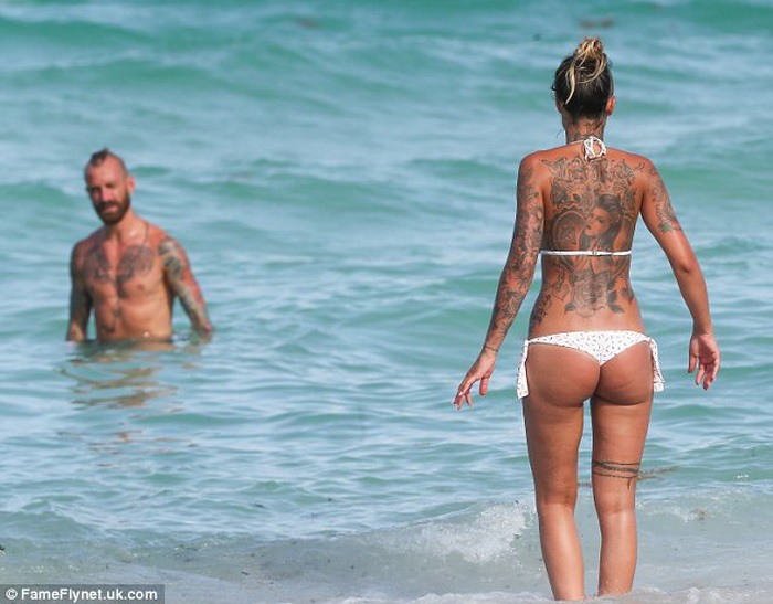 фото девушки топлесс пляжи франции