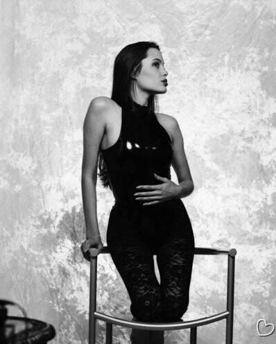 В Сеть попали ранее неизвестные откровенные фото Анджелины Джоли